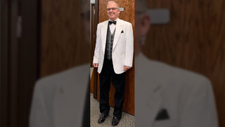 Bus driver wears tuxedo to take students to school
