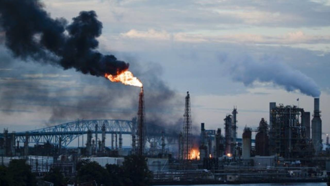 Large fire erupts at Philadelphia oil refinery, closes roads
