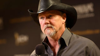 Trace Adkins makes surprise visit to VA medical center, wishes veteran a happy 106th birthday