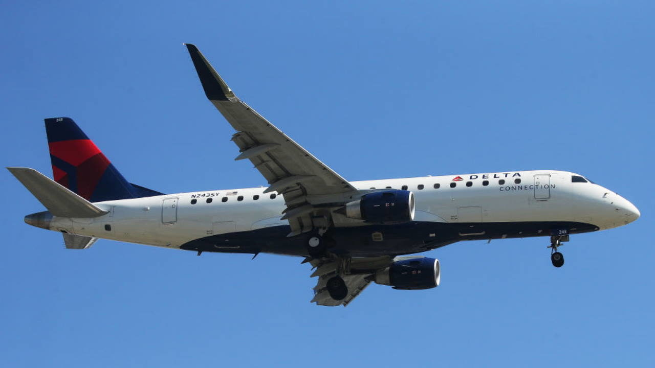 Prosecutors say man cheated Delta frequent flyer program