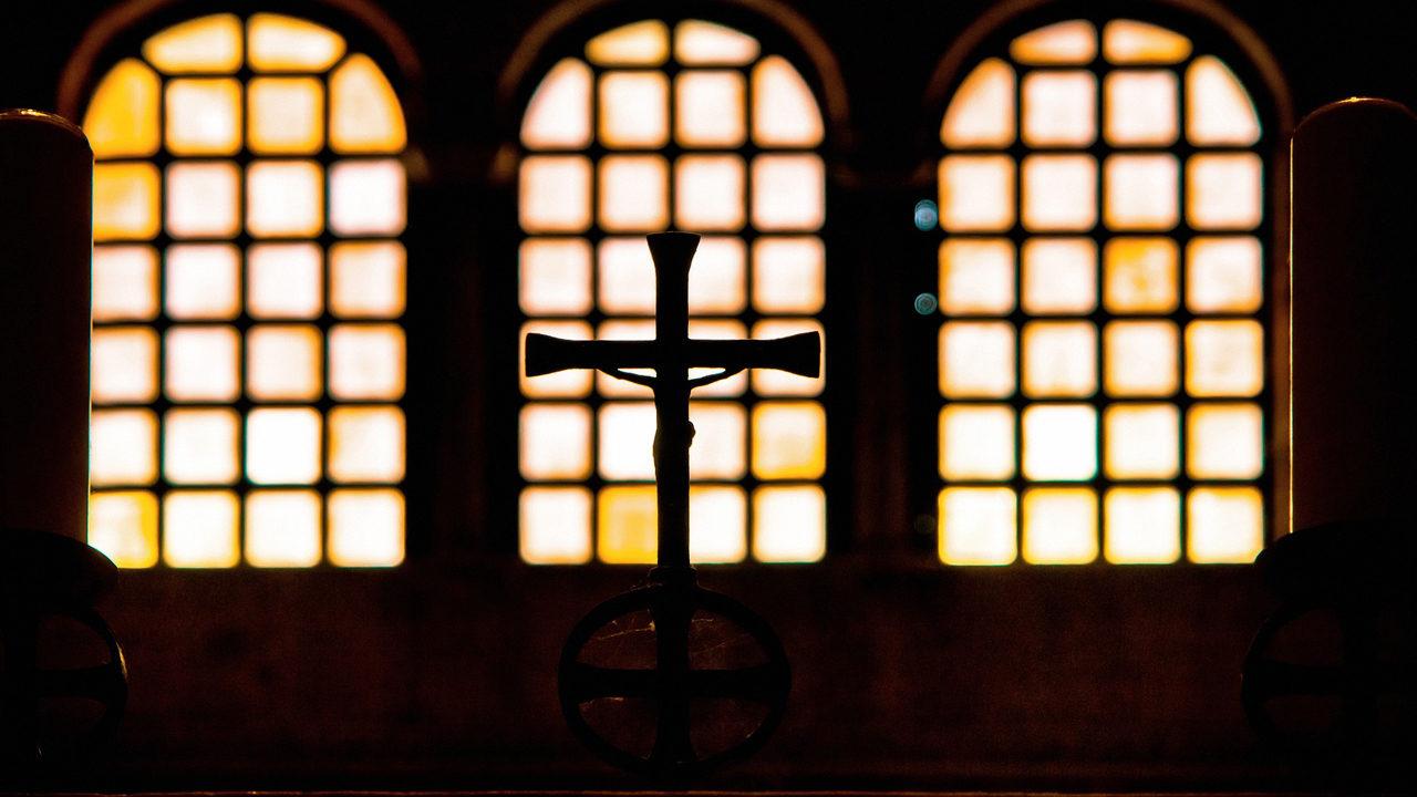 Man shot in church while praying during armed robbery | WSOC-TV