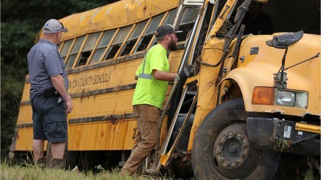 Driver dead in Mississippi school bus crash, multiple