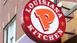 Employee and customer throw trays at each other during fight at Popeyes