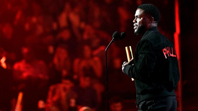 People's Choice Awards 2019: Kevin Hart delivers heartfelt speech months after car crash - KIRO Seattle