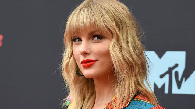 Taylor Swift to release Christmas song at midnight